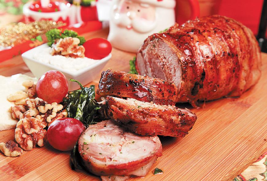 Lomo de Cerdo Relleno de Nueces y Requesón Envuelto en Bacon