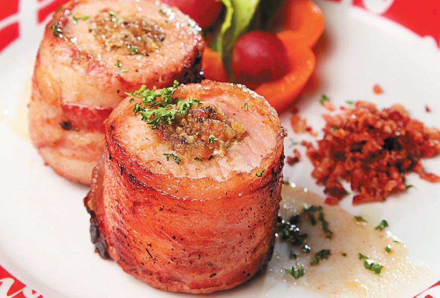 Lomo de Cerdo Envuelto en Bacon Relleno de Pistachos
